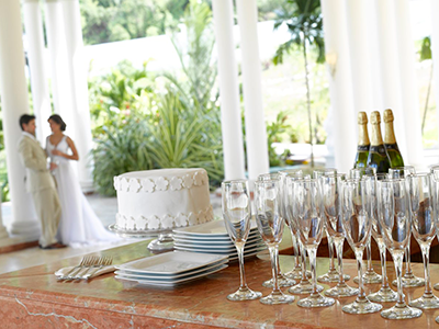 Grand Palladium Jamaica Wedding Cake and Wine Glasses Palladium Sapphire Package